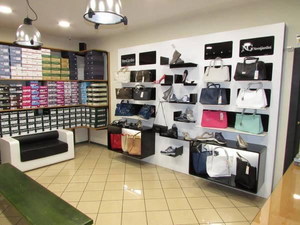 Il negozio di Di Ruocco Calzature in provincia di Napoli