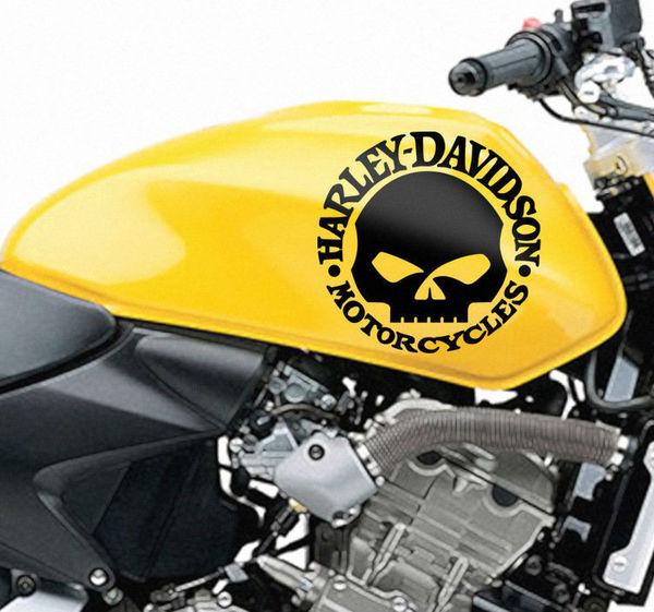 gli adesivi possono essere applicati anche su moto e autoveicoli