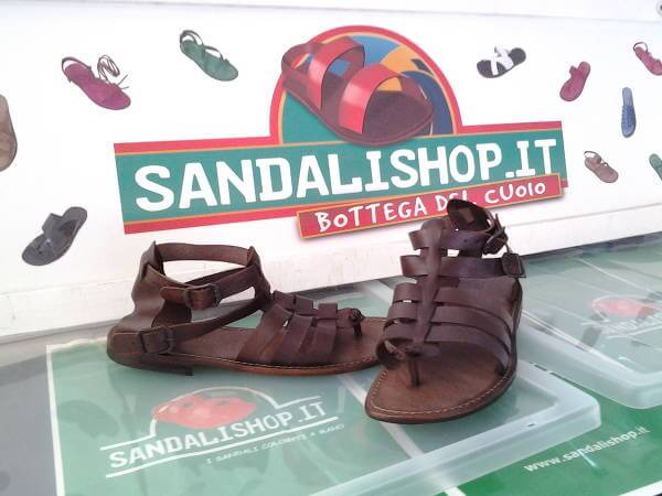 Spedizioni rapide con Sandali Shop