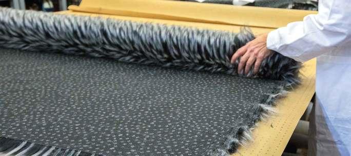 Una pelliccia sintetica utilizzata nell'industria Pinko